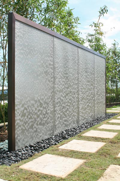 Privacy fence ideas 12 super private designs for Creative privacy screen ideas