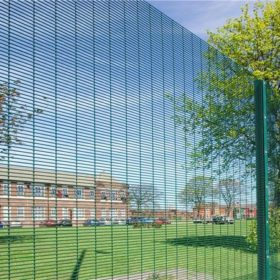 tight meshed fence design