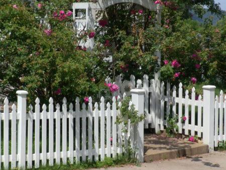 staffered picket fence design
